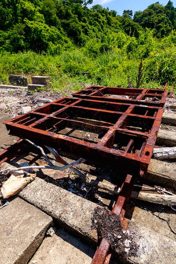 大鮫も東日本大震災の津波に襲われたが、錆に覆われた台車は流されずに残っていた(佐瀬雅行撮影)