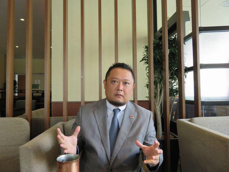 キリバスの実情を訴えるケンタロ・オノさん(2016年10月12日、仙台市内で。撮影:佐藤和文)