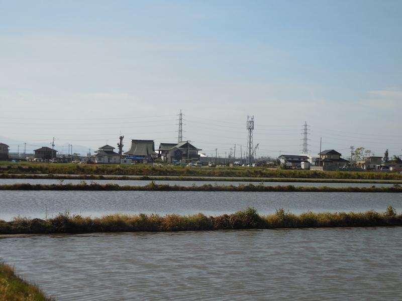 南蒲生の集落と、周りに広がる田園風景=2016年5月、葛西淳子撮影