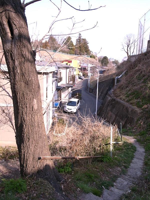 スリバチ地形の底に当たる街並み