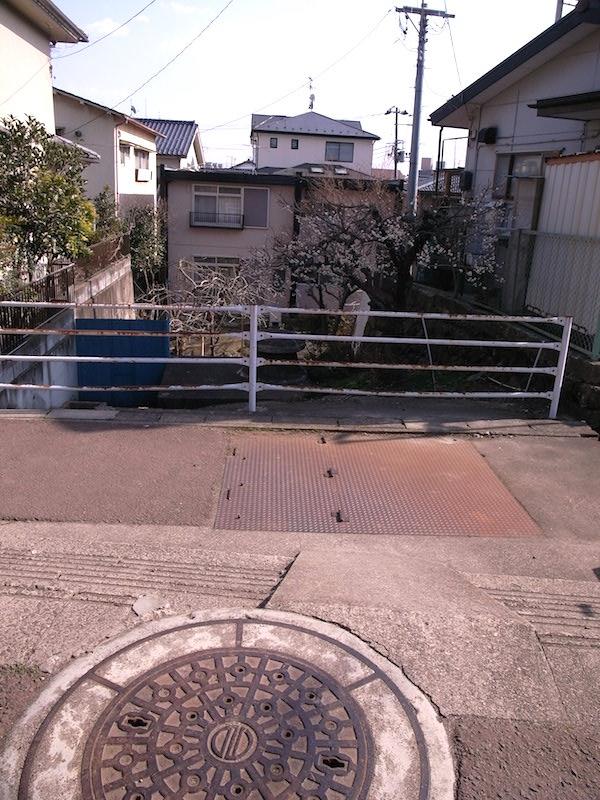 へくり沢と四ツ谷用水の水路が交差する「暗渠の立体交差点」