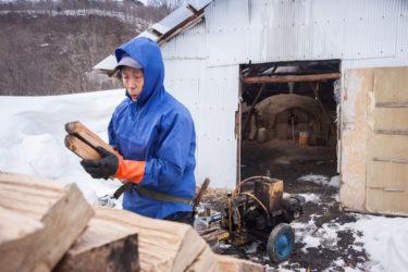 【東北点描】雪の中の炭焼き小屋 宮城・色麻町