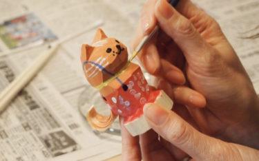 犬と猫の「お鷹ぽっぽ」絵付けできるワークショップ開催 山形