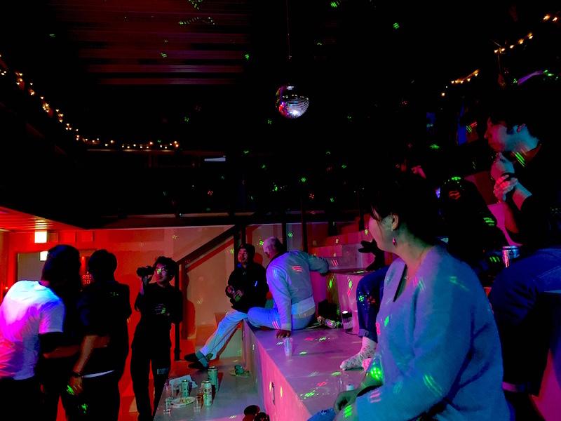 参加者の手で一夜だけクラブのような空間に変わった「小高パイオニアヴィレッジ」