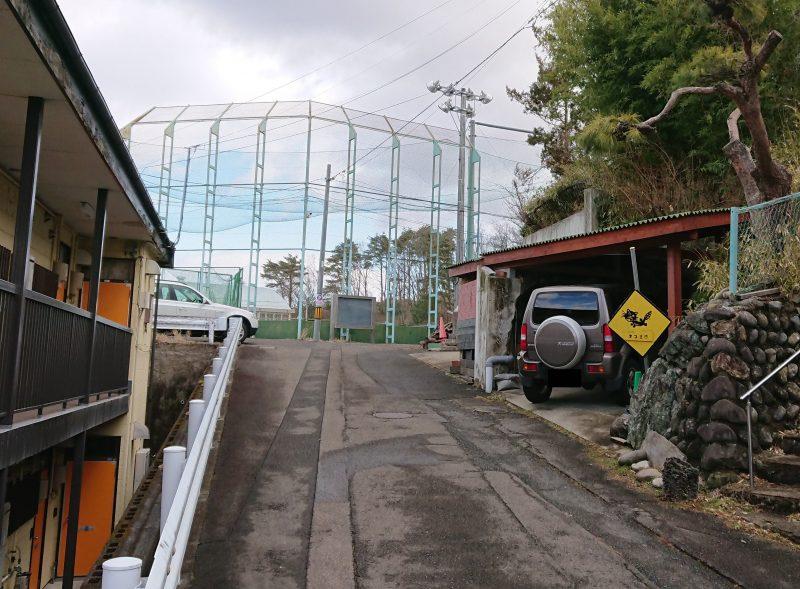 標識は仙台市青葉区の住宅街の一角、狭い道沿いにある。