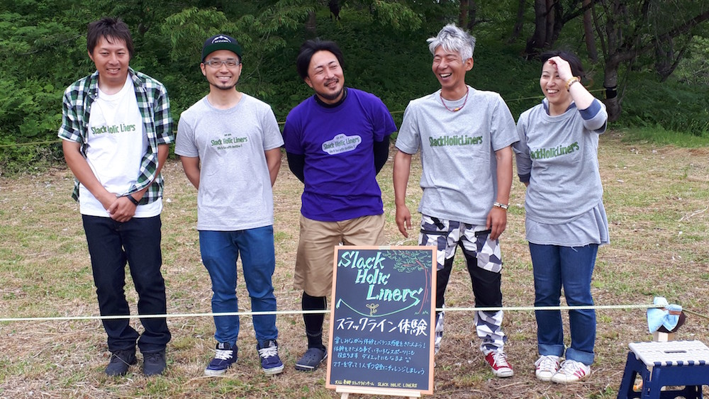 お揃いの渋谷さんデザインのTシャツで笑顔を見せるみなさん