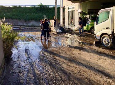 台風19号上陸から一週間、福島県相馬市で続く泥との苦闘