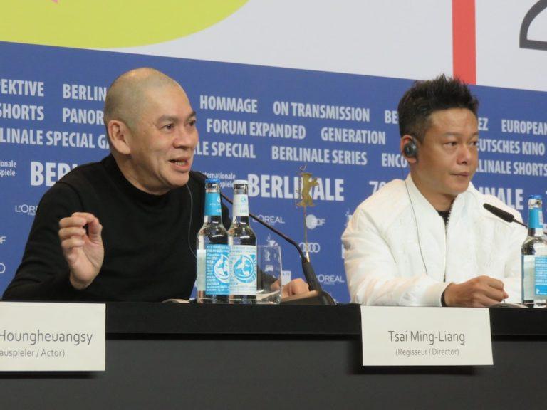 『日々』記者会見、蔡明亮監督(左)と主演の李康生さん