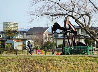 【秋田・草生津川カメラ散歩】住宅地にある日本最大の油田「八橋油田」