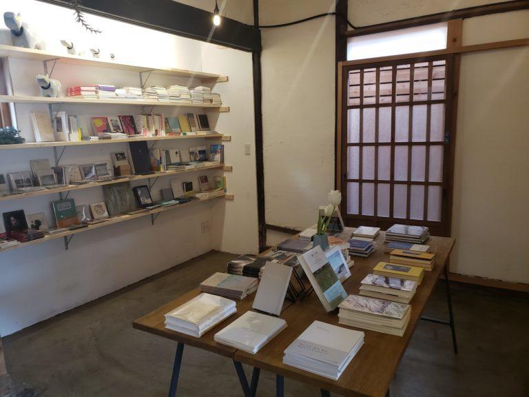 仙台・八幡町の本屋「曲線」
