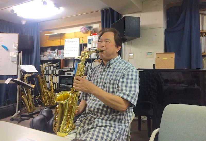 「わたしは音楽家。自分の音楽を届けたい人の前で演奏したい」と語る安田智彦さん