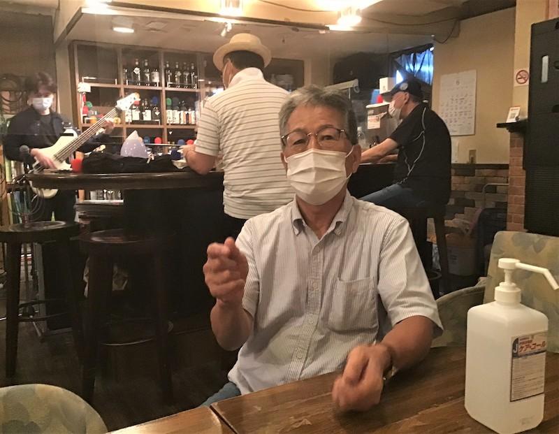 「ライブは街の文化。その灯を守りたい」と語る上野さん=6月19日、仙台・稲荷小路の「Want you」